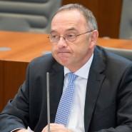 Finanzminister Norbert Walter-Borjans (SPD) bei einer Sitzung des nordrhein-westfälischen Landtags