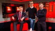 """""""Akte""""-Moderator Ulrich Meyer (links): Joko und Klaas gratulieren zum Jubiläum"""