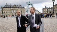 Der Vorsitzende der rechtspopulistischen Dänischen Volkspartei, Kristian Thulesen Dahl (rechts), mit einem Parteigenossen