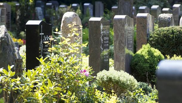 Friedhöfe als Orte der Besinnung mit Platz für eine Bienenweide