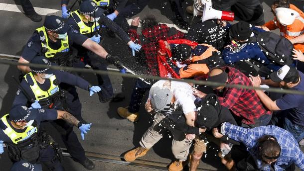 Gewaltsame Proteste gegen Corona-Lockdown in Melbourne