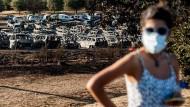 Nur noch verkohlte Gerippe: Ausgebrannte Autos auf dem Festivalgelände in  Portugal.