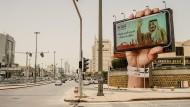 Der König winkt vom Smartphone: Der Wandel zeigt sich auf Riads Straßen.