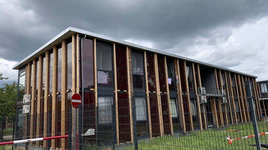 In der Kritik: Die Wohnbedingungen in der Flüchtlingsunterkunft am Alten Flugplatz sind verbesserungswürdig.