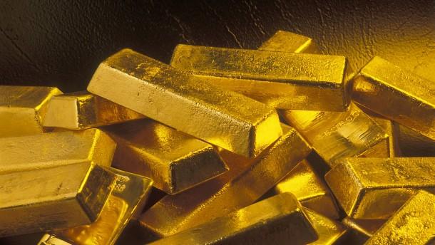 Wie ein 18-Jähriger der Sparkasse gefälschte Goldbarren verkaufte