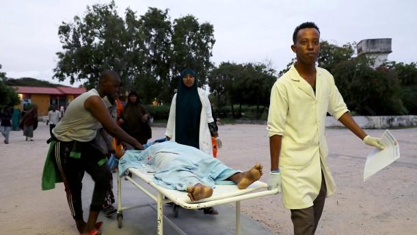 Terroristen greifen Hotel in Mogadischu an