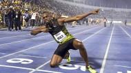Usain Bolt in seiner typischen Pose: Der 30-Jährige gewann am Samstag sein letztes Rennen in der Heimat.