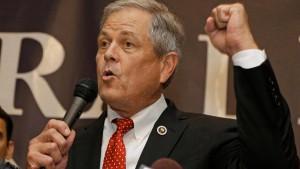 Republikaner zückt geladene Pistole bei Diskussionsrunde