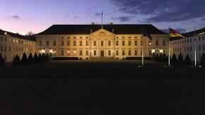 "Feine Sitten im ""Schloss Bellevue"""