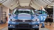 Mitarbeiter legen hartes Sparprogramm für VW vor