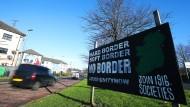 Harter Brexit, harte Grenze? Auf diesem Schild in Londonderry wird gegen eine Grenze zwischen Nordirland und der Republik Irland protestiert.