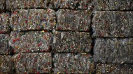Plastikflaschen in einer Recycling-Firma in Peking