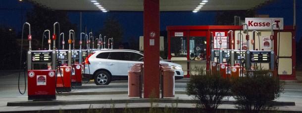 Der Benzinpreis ist so niedrig wie lange nicht mehr.