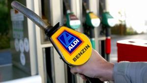 Aldi eröffnet erste Tankstellen