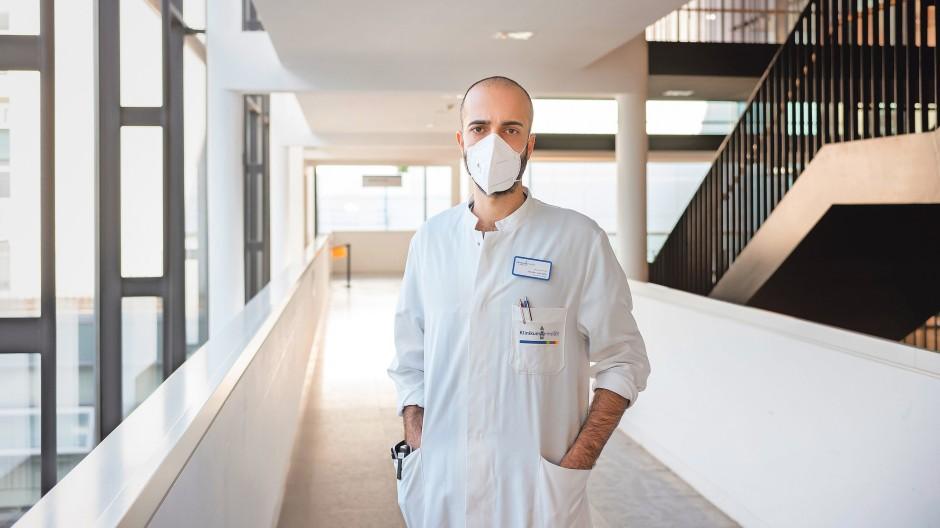 Erholung im Low-Covid-Sommer vor der vierten Welle: Cihan Çelik im Klinikum Darmstadt.