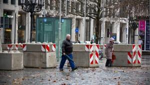 Betonblöcke gegen Anschläge mit Lastwagen