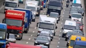Lkw-Unfall führt zu Stau im Berufsverkehr
