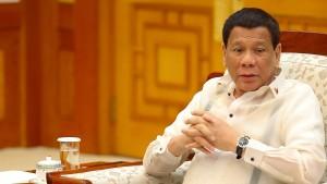 Philippinischer Präsident Duterte erzwingt Kuss