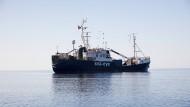 """Auch die """"Alan Kurdi"""" nimmt mit ihren 65 Flüchtlingen an Bord nun Kurs auf den Hafen von Lampedusa."""