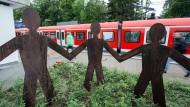 Das Denkmal für Dominik Brunner am Bahnsteig des S-Bahnhofs Solln in München.