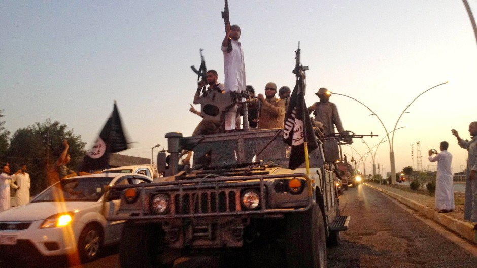 Siegesparade des Islamischen Staats nach dem Einmarsch in Mossul im Juni 2014.