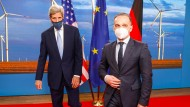 Der US-Sondergesandte für Klimaschutz, John Kerry, mit dem deutschen Außenminister Heiko Maas in Berlin.