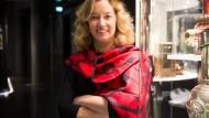 Mit kalifornischem Sonnenschein gelandet: Ellen Harrington, die neue Direktorin, in der Dauerausstellung des Deutschen Filmmuseums.