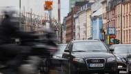 Vor allem die Bewohner in Ballungsräumen wünschen sich von der Politik eine härtere Gangart gegenüber der Autobranche.