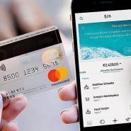 Auch bei Smartphone-Banken müssen Kunden nicht auf die Bankkarte zum Anfassen verzichten.