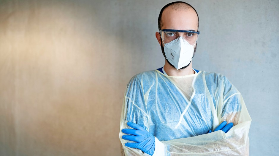 Berichtet aus dem Alltag auf der Corona-Isolierstation: Cihan Çelik, Facharzt für Innere Medizin und Pneumologie.