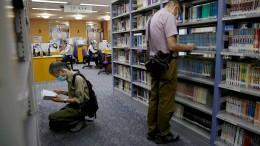 Hongkonger Behörden lassen Bücher aus Bibliotheken entfernen