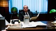 """Populär: Robert Gorski von der Kabarettgruppe Moralnego Niepokoju als Jaroslaw Kaczynski in der Youtube-Mini-Serie """"Ucho prezesa"""" (Das Ohr des Präses)"""