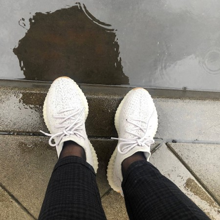Adidas Yeezy Boost 350 V2 in der Kolumne Sneak around