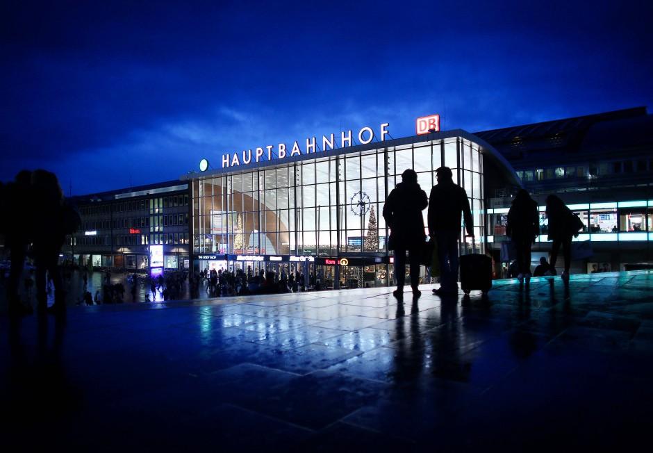 Kölner Hauptbahnhof Gesperrt
