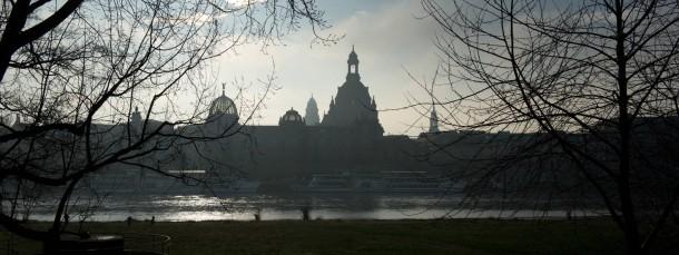 """Herrliches """"Elbflorenz"""": Blick auf die Silhouette Dresdens - dort zählen Fakten gelegentlich weniger als Gefühle."""