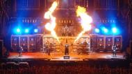 """Lärm am Arbeitsplatz: Die Herren der Rockband """"Rammstein"""" sollten auf der Konzertbühne eigentlich Gehörschutz tragen."""