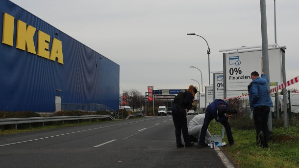 Geldtransporter vor Ikea-Filiale überfallen