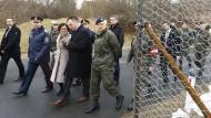 Der österreichische Verteidigungsminister, Hans Peter Doskozil, und Innenministerin Johanna Mikl-Leitner im Februar an der Grenze zu Slowenien