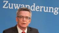 De Maizière fordert nationales Bündnis für Einwanderung