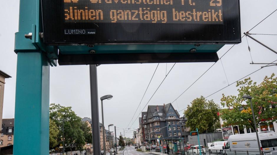 Eine Hinweistafel in Frankfurt