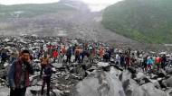 Erdrutsch reißt Dorf mit: Über 100 Vermisste