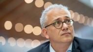 """Ein """"fliegender Teppich"""" für die Grünen: Der hessische Wirtschaftsminister Tarek Al-Wazir über das Ergebnis bei den Europawahlen."""