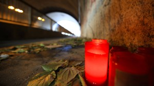 Paar zündete toten Obdachlosen an, um Spuren zu verwischen
