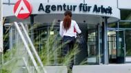 Bundesagentur für Arbeit: Union und FDP wollen Beiträge senken.