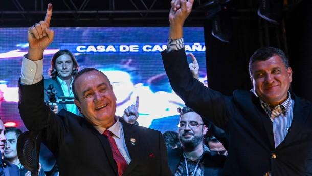 Rechtskonservativer Giammattei wird Präsident