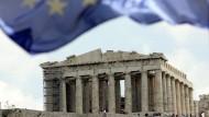 Miserables Krisenmanagement: Die Hilfsprogramme von EU und IWF haben verhindert, dass Griechenland Eigenverantwortung übernimmt