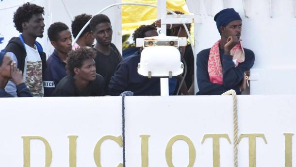 """Flüchtlinge auf der """"Diciotti"""" treten in Hungerstreik"""