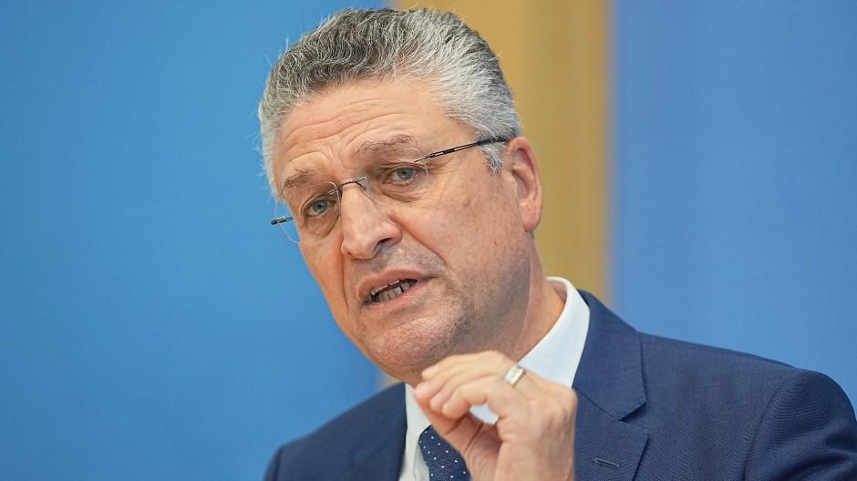 Lothar Wieler, Präsident des Robert Koch Institut (RKI), nimmt an einer Pressekonferenz zu Grippeimpfung und Corona teil.