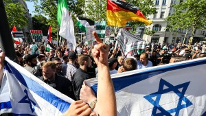 Anti-Israel-Demonstration ruft lautstarke Proteste hervor