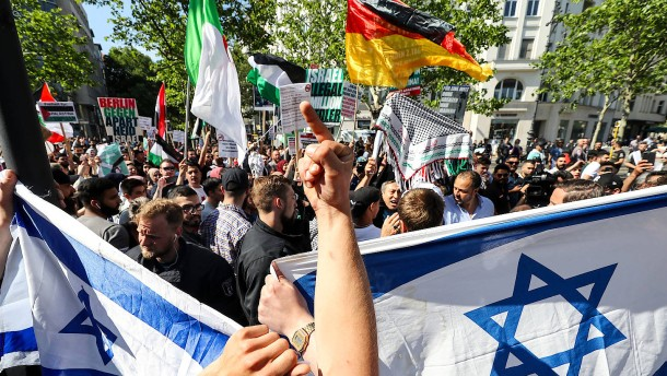 Anti-Israel-Demonstration ruft lautstarke Proteste hervor